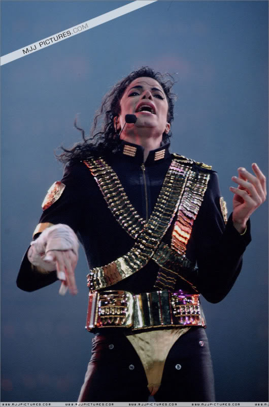 Dangerous World Tour Onstage- Jam 037-1