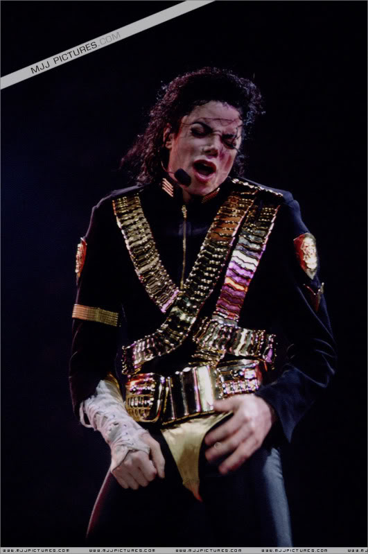 Dangerous World Tour Onstage- Jam 038-1