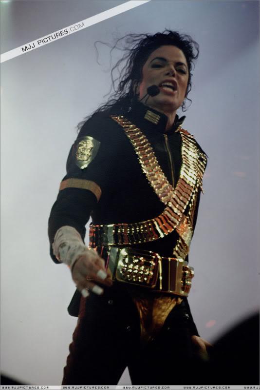 Dangerous World Tour Onstage- Jam 040-1