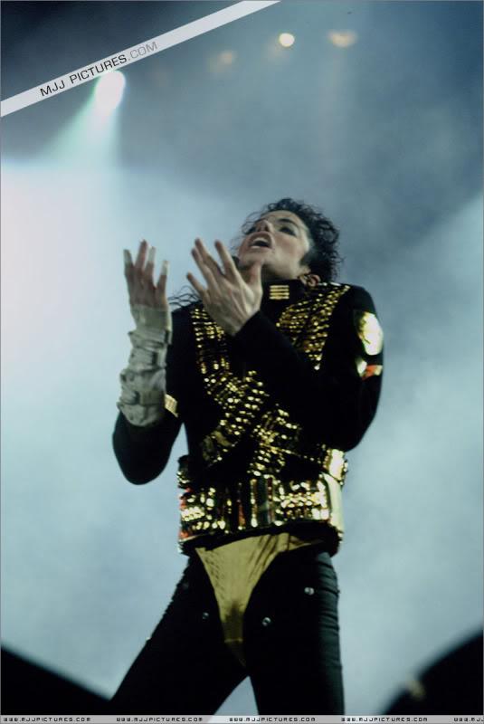 Dangerous World Tour Onstage- Jam 041-1