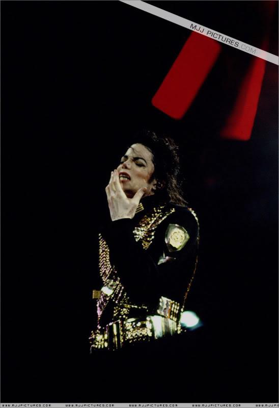 Dangerous World Tour Onstage- Jam 043-1