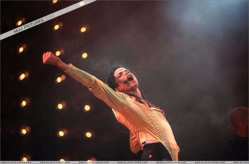 Dangerous World Tour Onstage- Wanna Be Startin' Somethin' - Human Nature 043-2