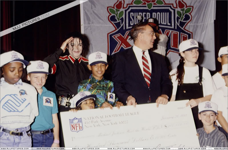 1993- Super Bowl XXVII Pre-Show Press Conference 043-7