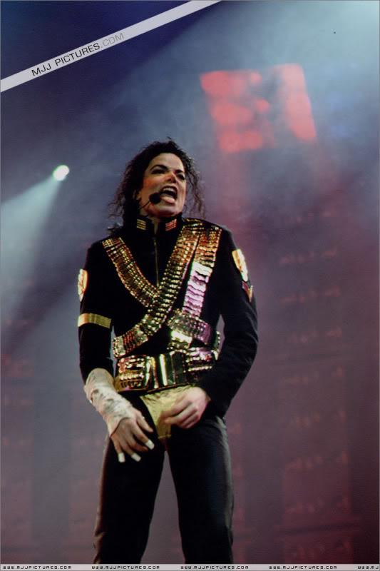 Dangerous World Tour Onstage- Jam 045-1