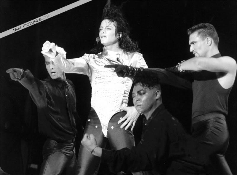 Dangerous World Tour Onstage- Wanna Be Startin' Somethin' - Human Nature 045-2
