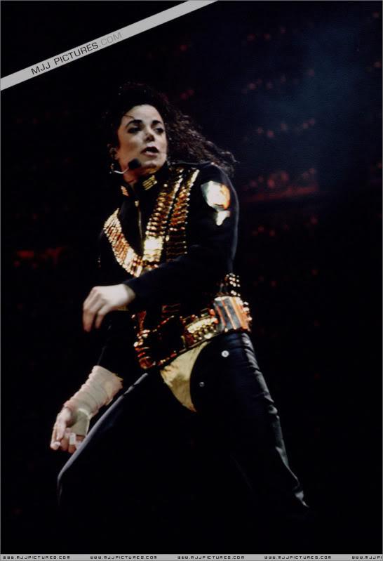 Dangerous World Tour Onstage- Jam 046-1
