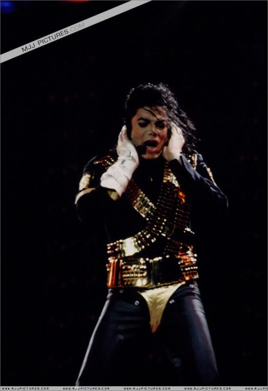 Dangerous World Tour Onstage- Jam 047-1