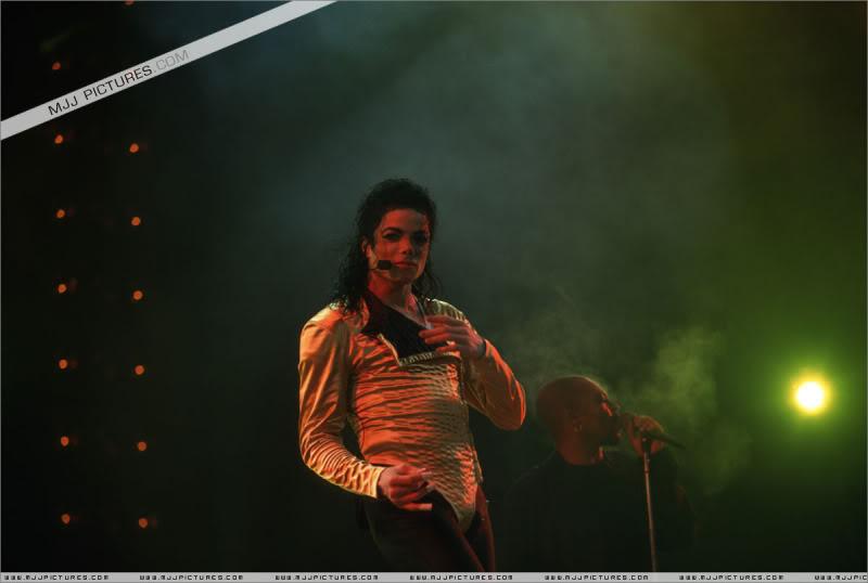 Dangerous World Tour Onstage- Wanna Be Startin' Somethin' - Human Nature 047-2