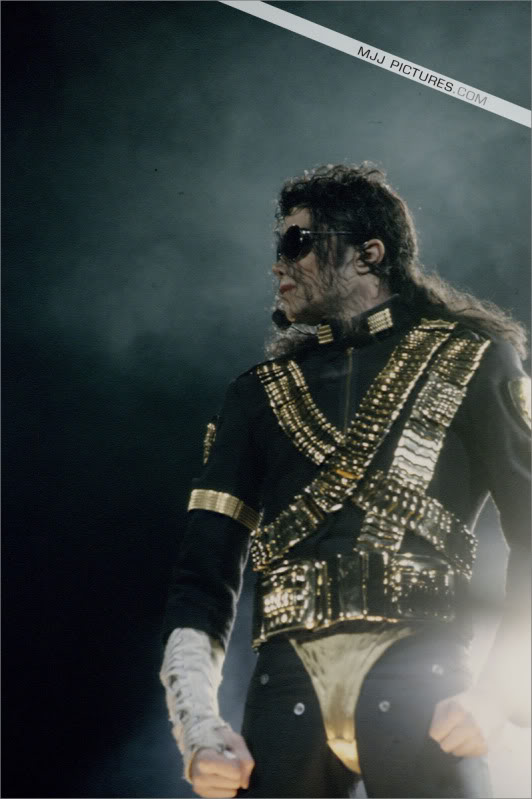 Dangerous World Tour Onstage- Jam 048-1