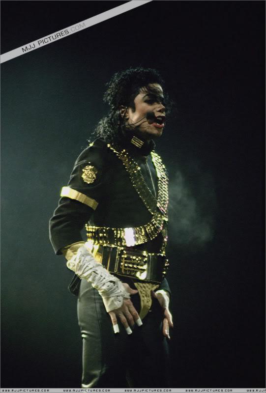 Dangerous World Tour Onstage- Jam 051-1