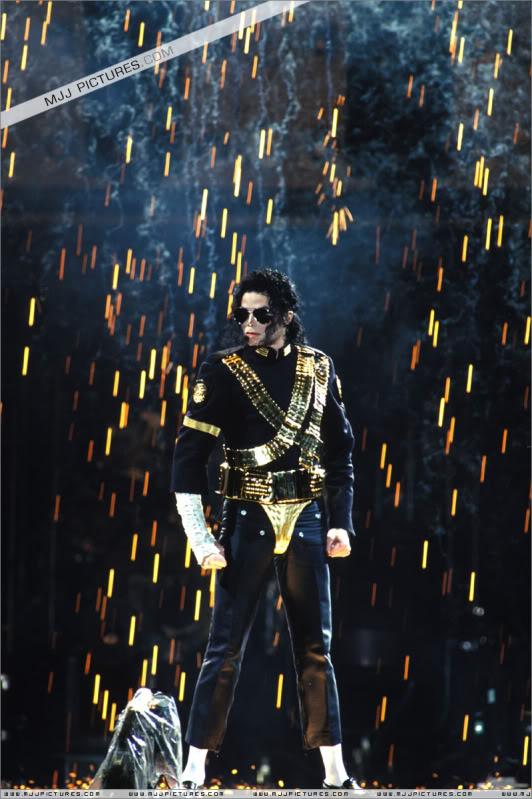Dangerous World Tour Onstage- Jam 053-1