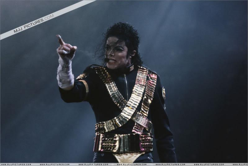 Dangerous World Tour Onstage- Jam 054-1