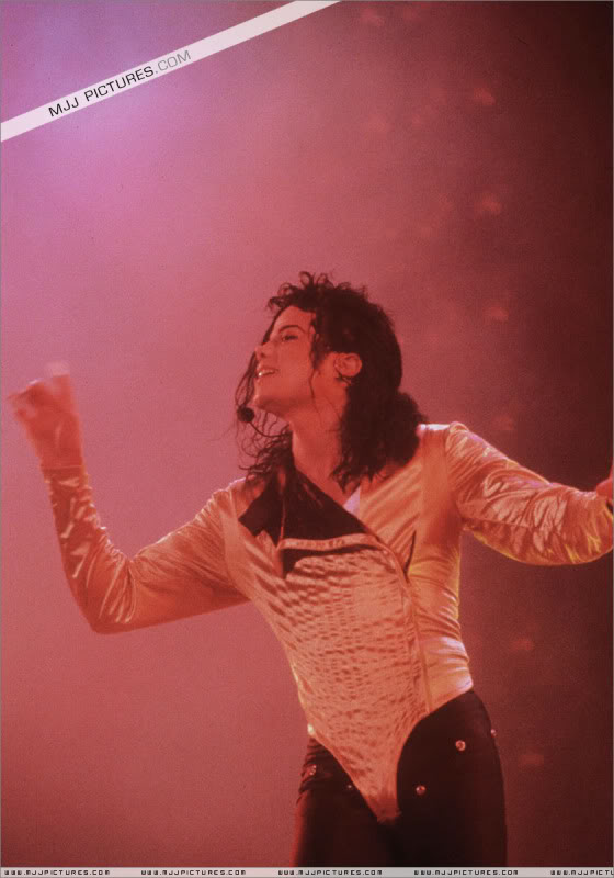 Dangerous World Tour Onstage- Wanna Be Startin' Somethin' - Human Nature 054-2