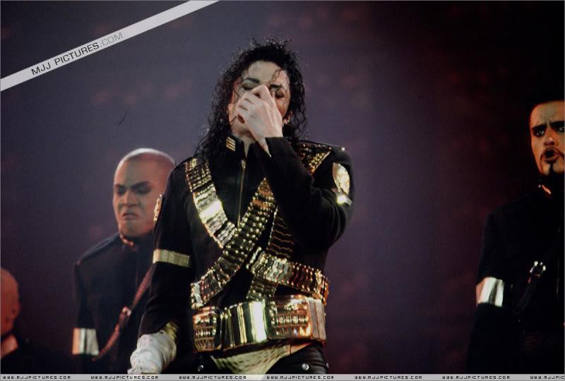 Dangerous World Tour Onstage- Jam 055-1