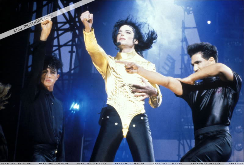 Dangerous World Tour Onstage- Wanna Be Startin' Somethin' - Human Nature 057-2