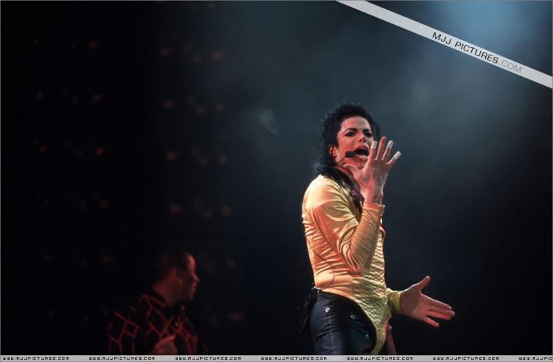 Dangerous World Tour Onstage- Wanna Be Startin' Somethin' - Human Nature 058-2