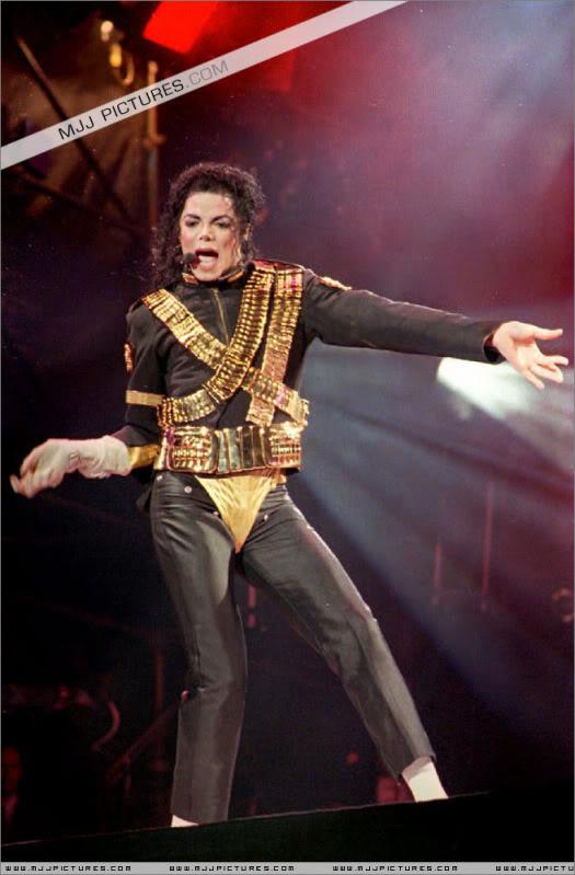 Dangerous World Tour Onstage- Jam 059-1