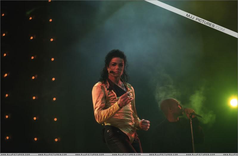 Dangerous World Tour Onstage- Wanna Be Startin' Somethin' - Human Nature 059-2