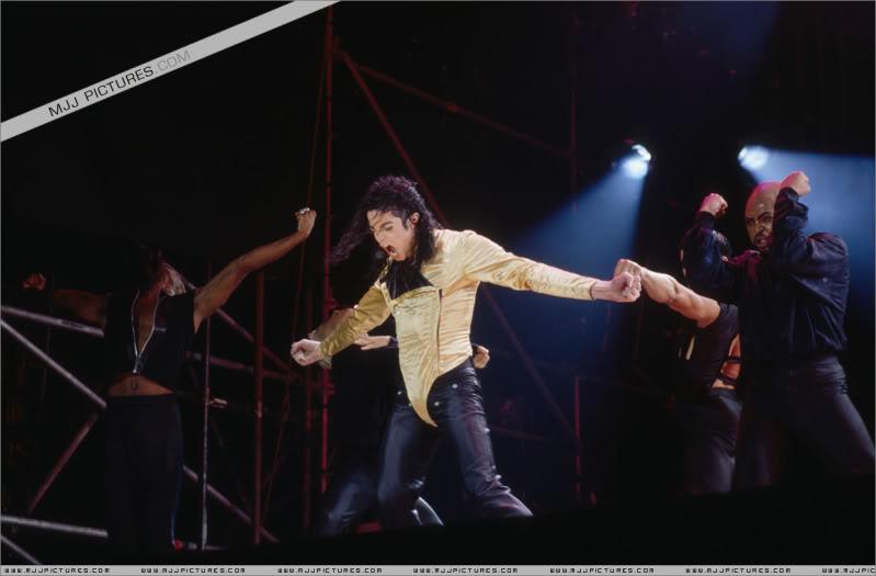 Dangerous World Tour Onstage- Wanna Be Startin' Somethin' - Human Nature 060-2