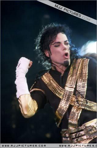 Dangerous World Tour Onstage- Jam 062-1