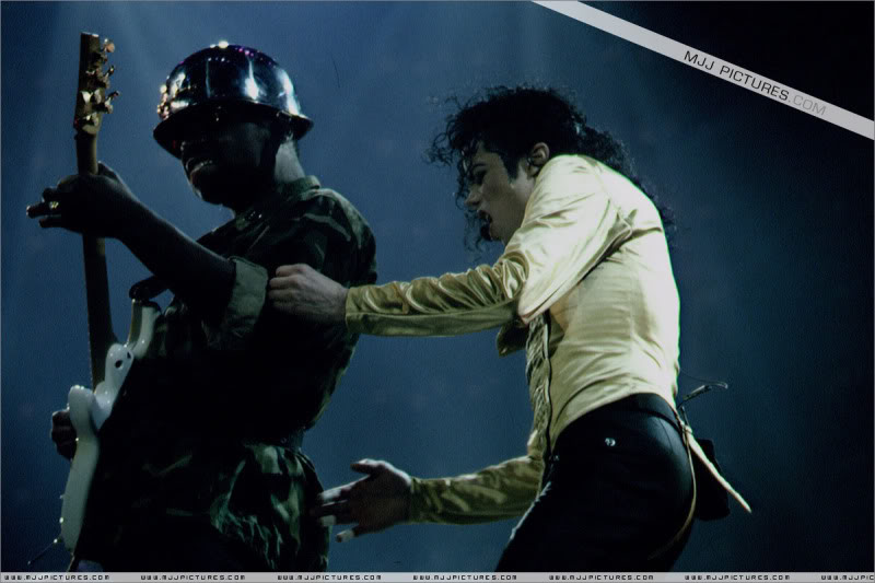Dangerous World Tour Onstage- Wanna Be Startin' Somethin' - Human Nature 063-2