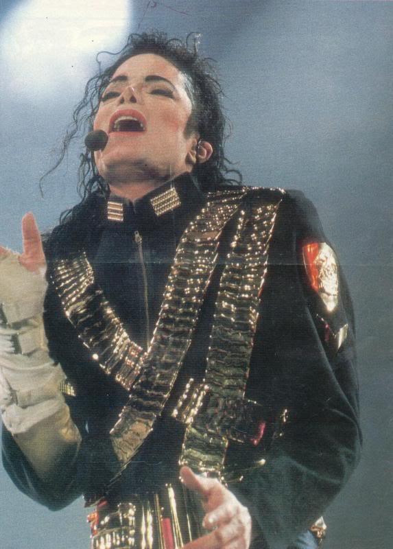 Dangerous World Tour Onstage- Jam 066-1
