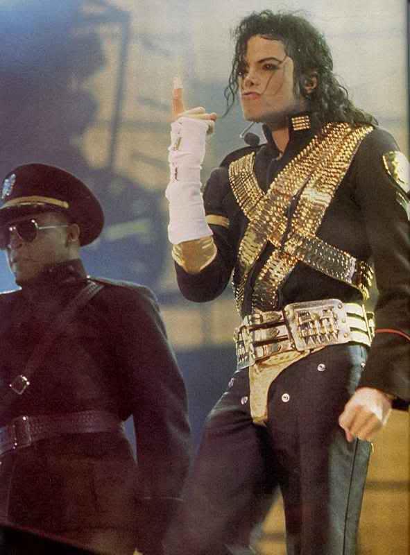 Dangerous World Tour Onstage- Jam 068-1