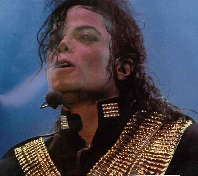 Dangerous World Tour Onstage- Jam 070-1