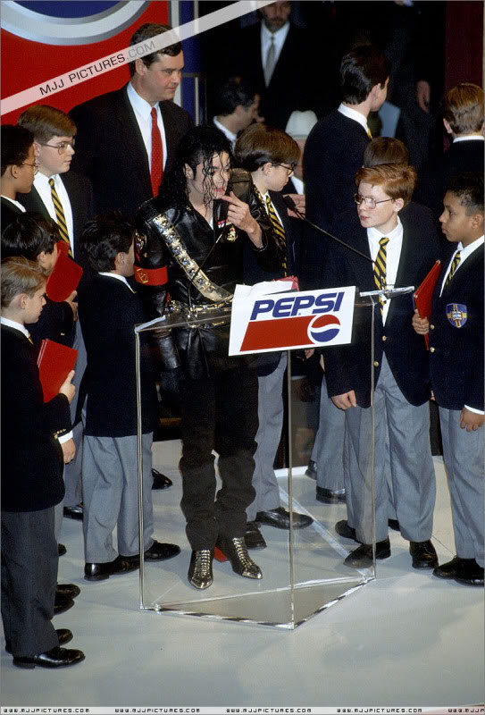 1992- Pepsi & Heal The World Foundation Press Conference 070-7