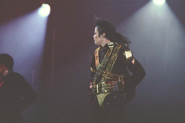 Dangerous World Tour Onstage- Jam 071-1