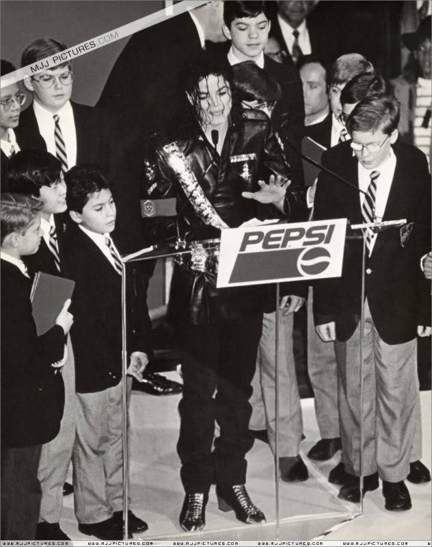 1992- Pepsi & Heal The World Foundation Press Conference 071-6