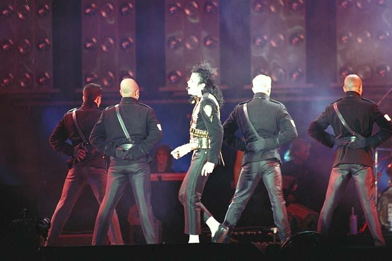 Dangerous World Tour Onstage- Jam 072-1