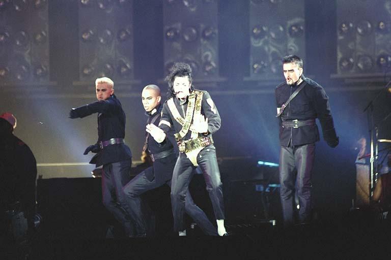 Dangerous World Tour Onstage- Jam 073-1