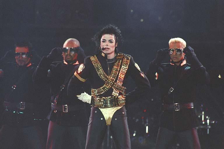 Dangerous World Tour Onstage- Jam 076-1