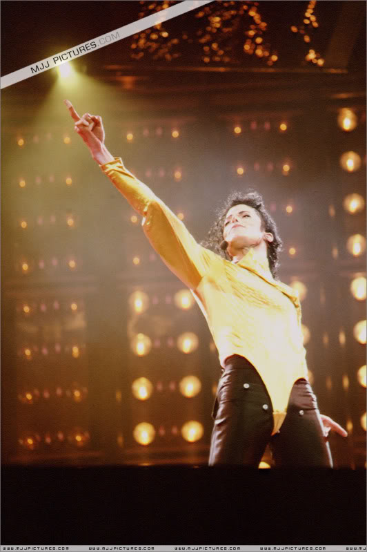 Dangerous World Tour Onstage- Wanna Be Startin' Somethin' - Human Nature 076-2