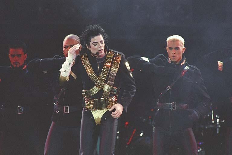 Dangerous World Tour Onstage- Jam 077-1
