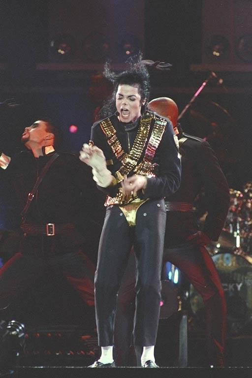 Dangerous World Tour Onstage- Jam 082-1