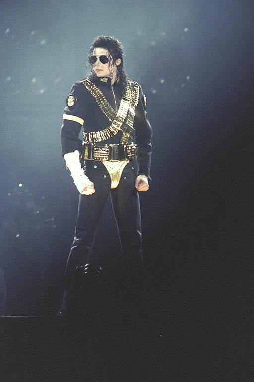 Dangerous World Tour Onstage- Jam 084-1