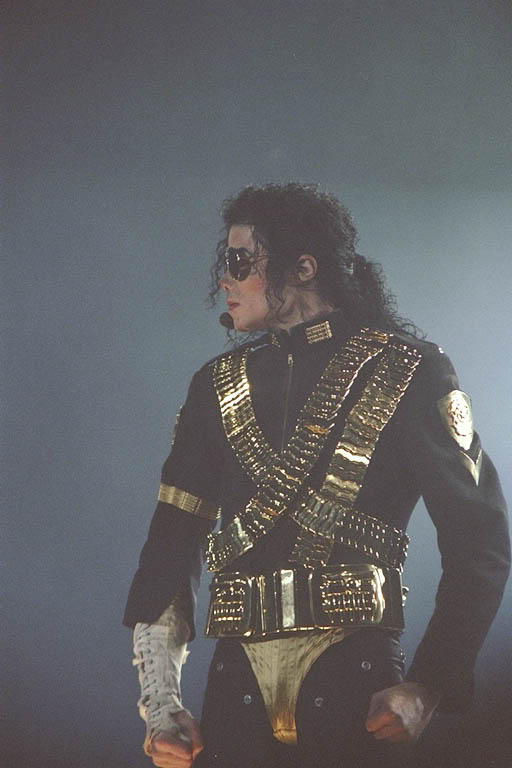 Dangerous World Tour Onstage- Jam 085-1