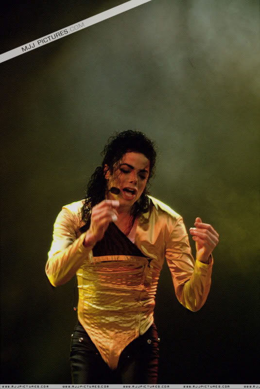 Dangerous World Tour Onstage- Wanna Be Startin' Somethin' - Human Nature 085-2
