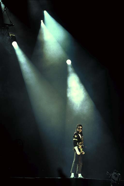 Dangerous World Tour Onstage- Jam 086-1