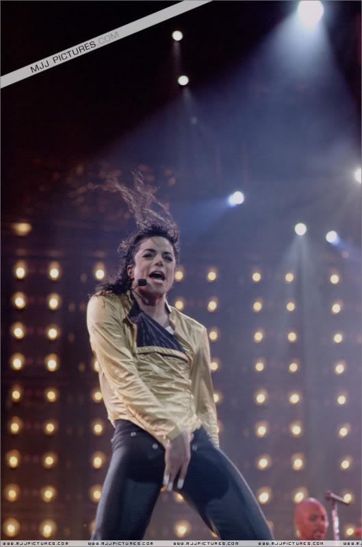 Dangerous World Tour Onstage- Wanna Be Startin' Somethin' - Human Nature 086-2