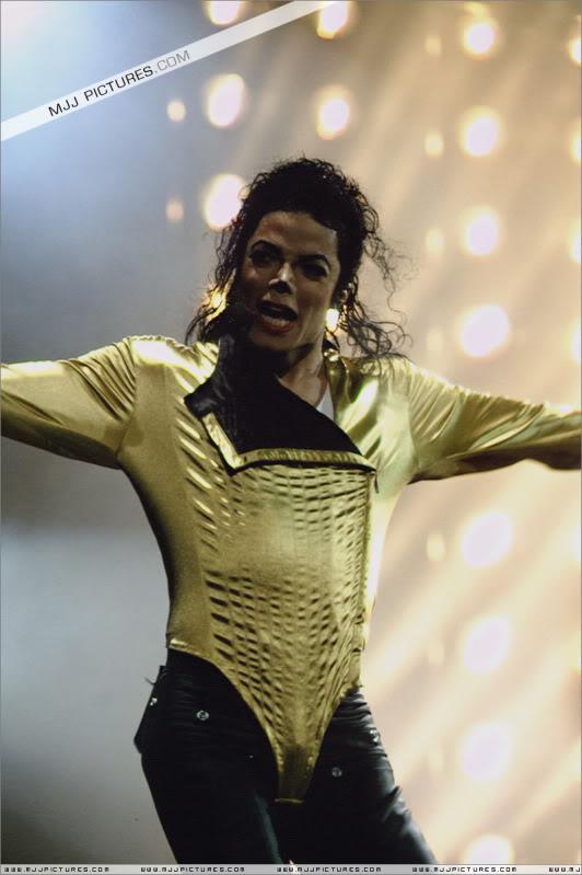 Dangerous World Tour Onstage- Wanna Be Startin' Somethin' - Human Nature 088-1