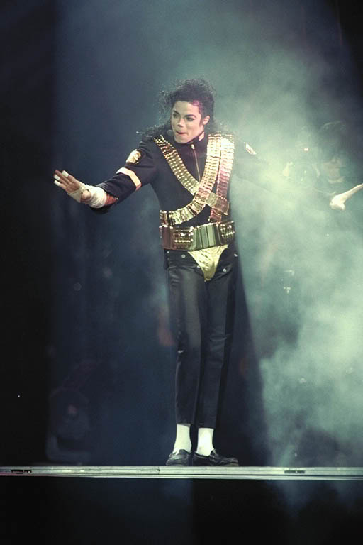 Dangerous World Tour Onstage- Jam 090-1