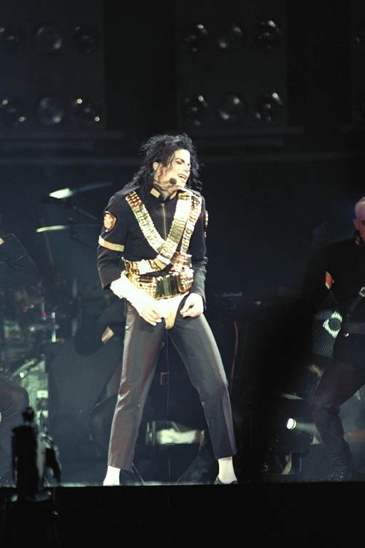 Dangerous World Tour Onstage- Jam 091-1