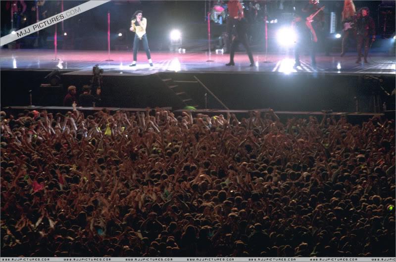 Dangerous World Tour Onstage- Wanna Be Startin' Somethin' - Human Nature 095-2