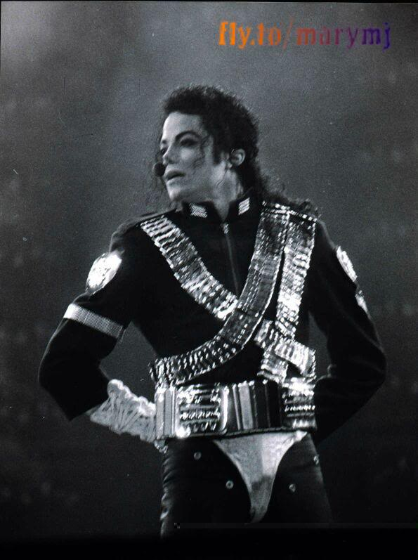 Dangerous World Tour Onstage- Jam 096-1