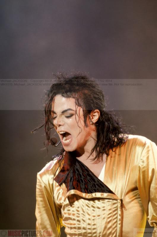 Dangerous World Tour Onstage- Wanna Be Startin' Somethin' - Human Nature 116-2