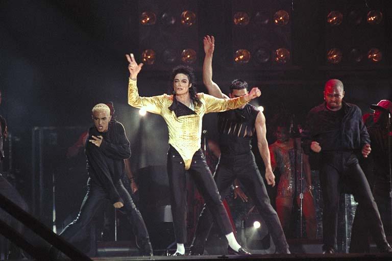 Dangerous World Tour Onstage- Wanna Be Startin' Somethin' - Human Nature 137-1