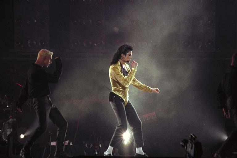Dangerous World Tour Onstage- Wanna Be Startin' Somethin' - Human Nature 139-1